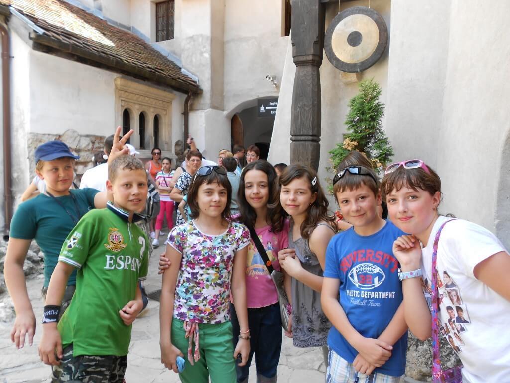 ブラショフ ブラン城 ドラキュラ城 ルーマニアの子供達