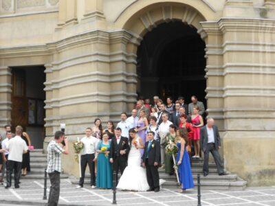 今日の美女 ブラショフの街で結婚式をしていたルーマニア人の女の子