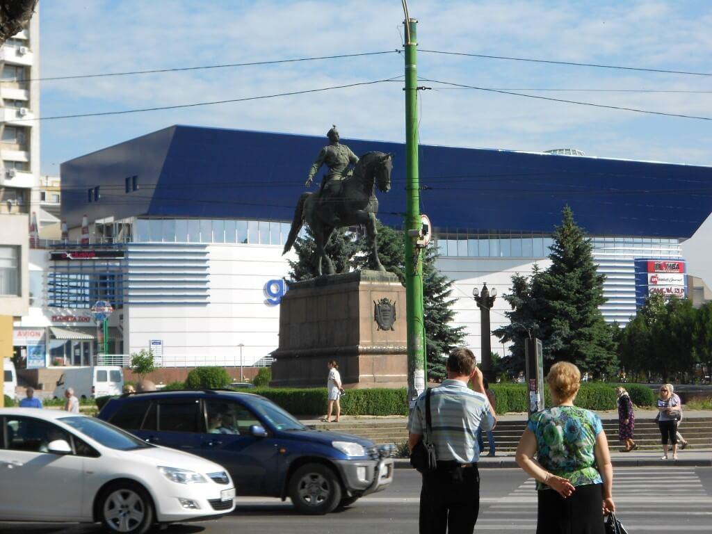 モルドバ 銅像
