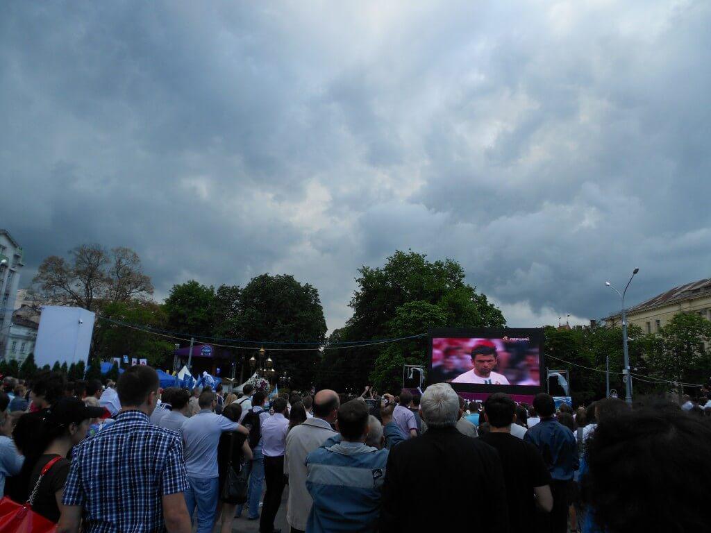 リヴィウ FanZone ファンゾーン 大型スクリーン EURO2012