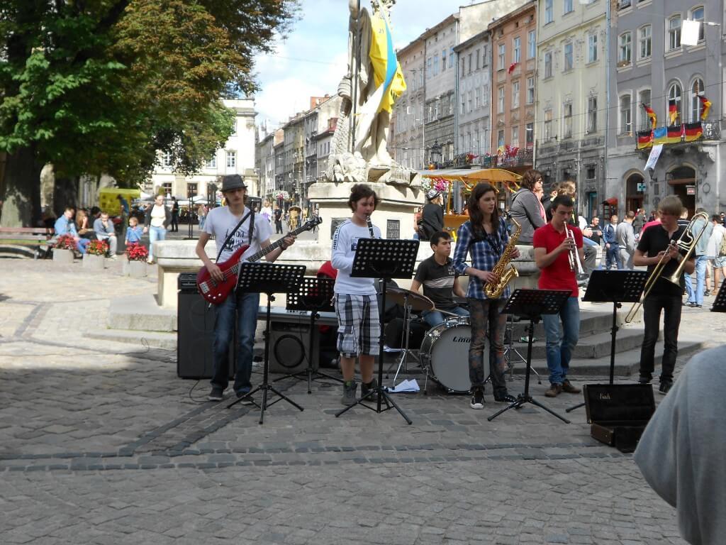 リヴィウ ストリートミュージシャン