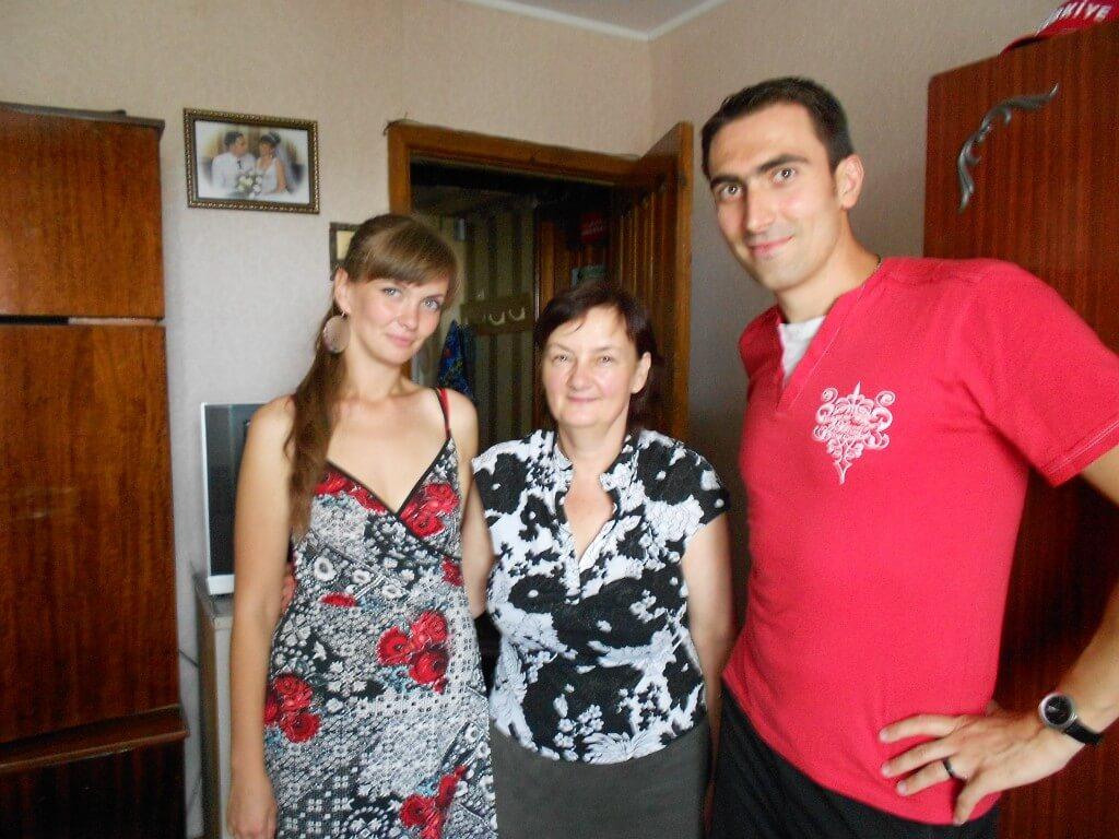 左からターニャ、お母さん、パーシャ ウクライナ ジトミール