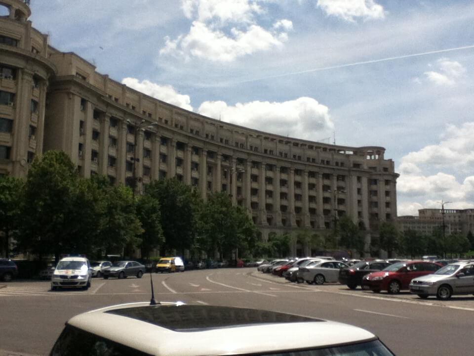 ブカレストで唯一行った旧共産党本部 威圧感ばっちり。