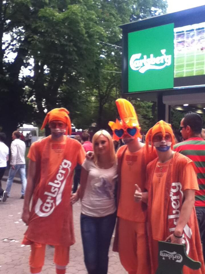 オランダサポーターとかわいい女の子 リヴィウ ウクライナ EURO2012