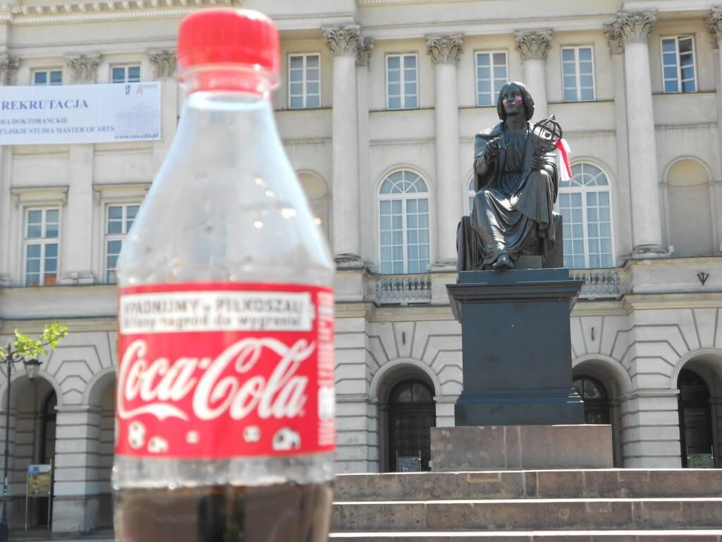 今日のコーラ ポーランドのワルシャワの銅像もEURO2012