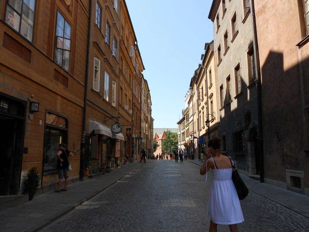 ワルシャワ 旧市街 完全復興 第二次世界大戦後 亀裂までも