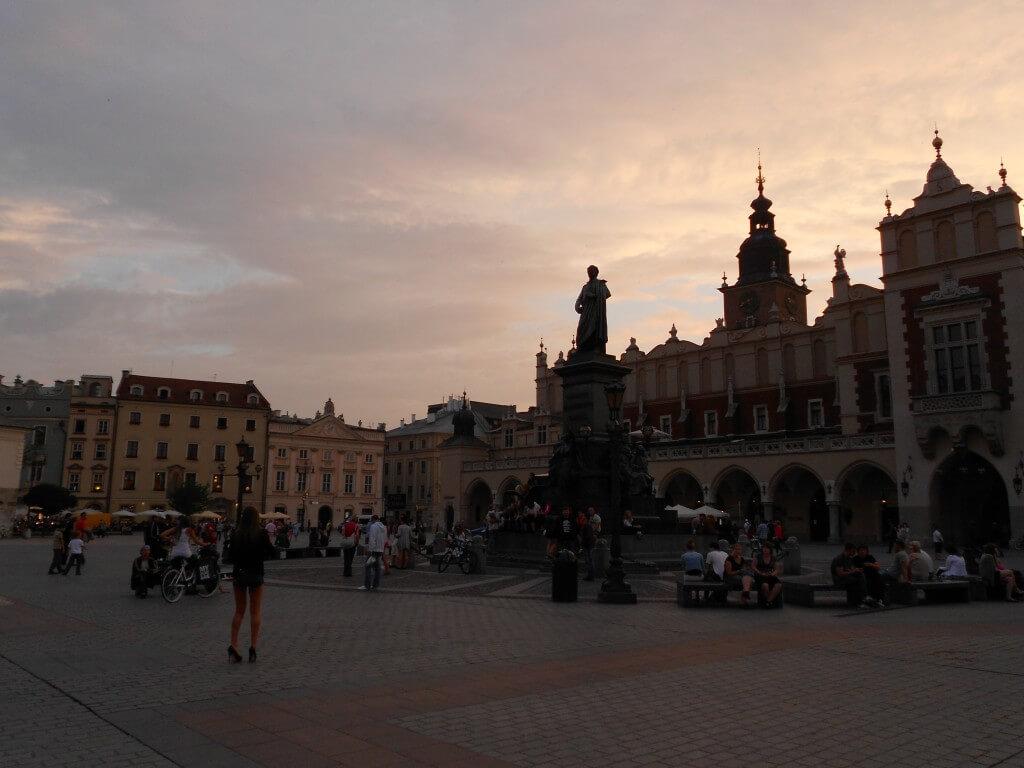 市街、城の周りなど、すべてが中世の街 クラクフ 夕日 サンセット