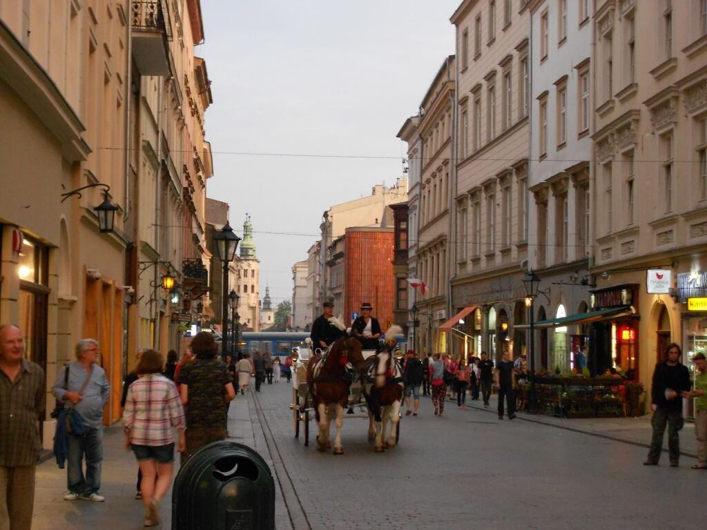 クラクフ 中央市場広場 中世 馬車
