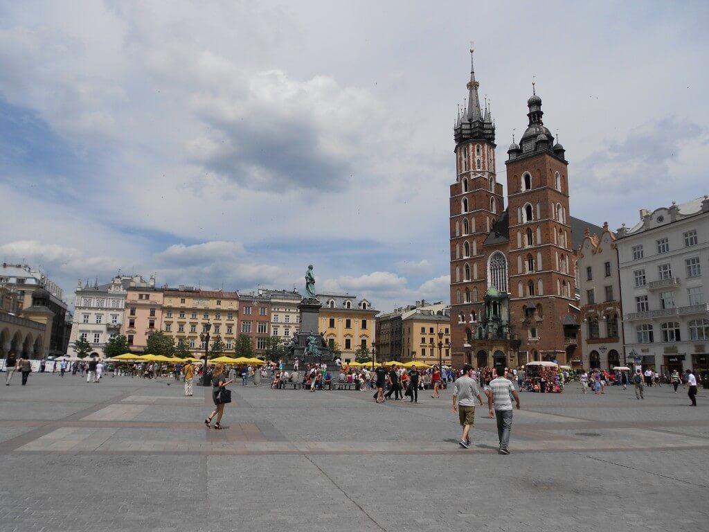 クラクフ 中央市場広場 中世 街並み