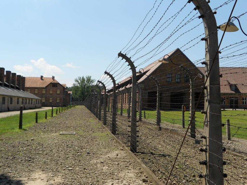 高圧電線 アウシュビッツ強制収容所 クラクフ ポーランド