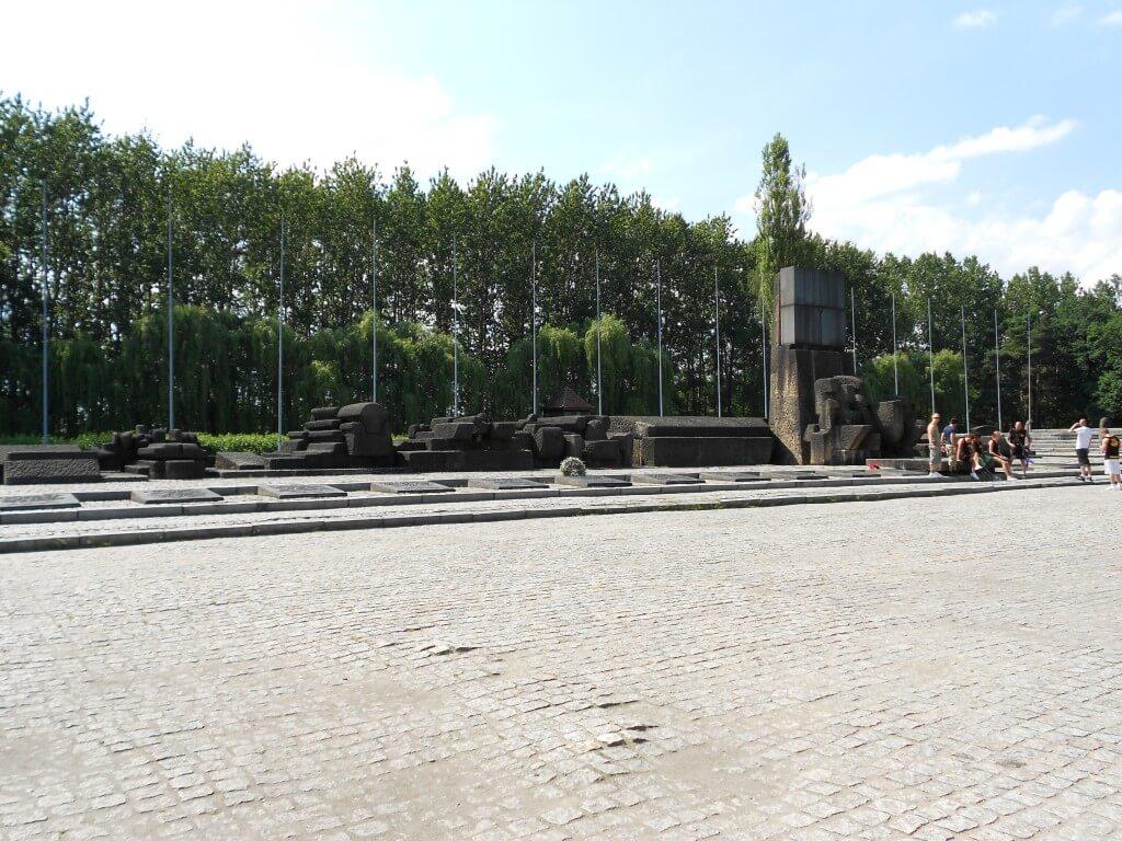 ビルケナウ強制収容所 慰霊碑 ポーランド