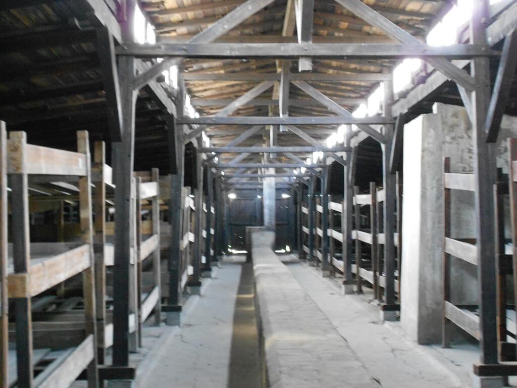 ビルケナウ強制収容所 バラック 共同生活 ポーランド