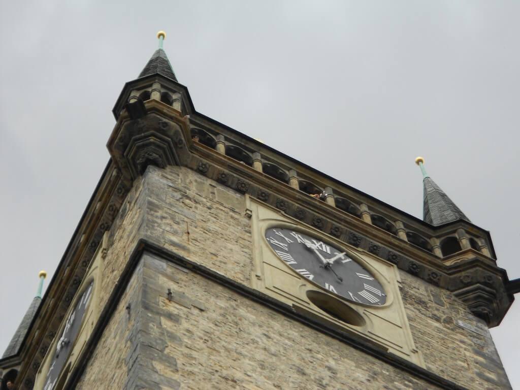 プラハ 旧市街広場 からくり時計 ラッパ演奏