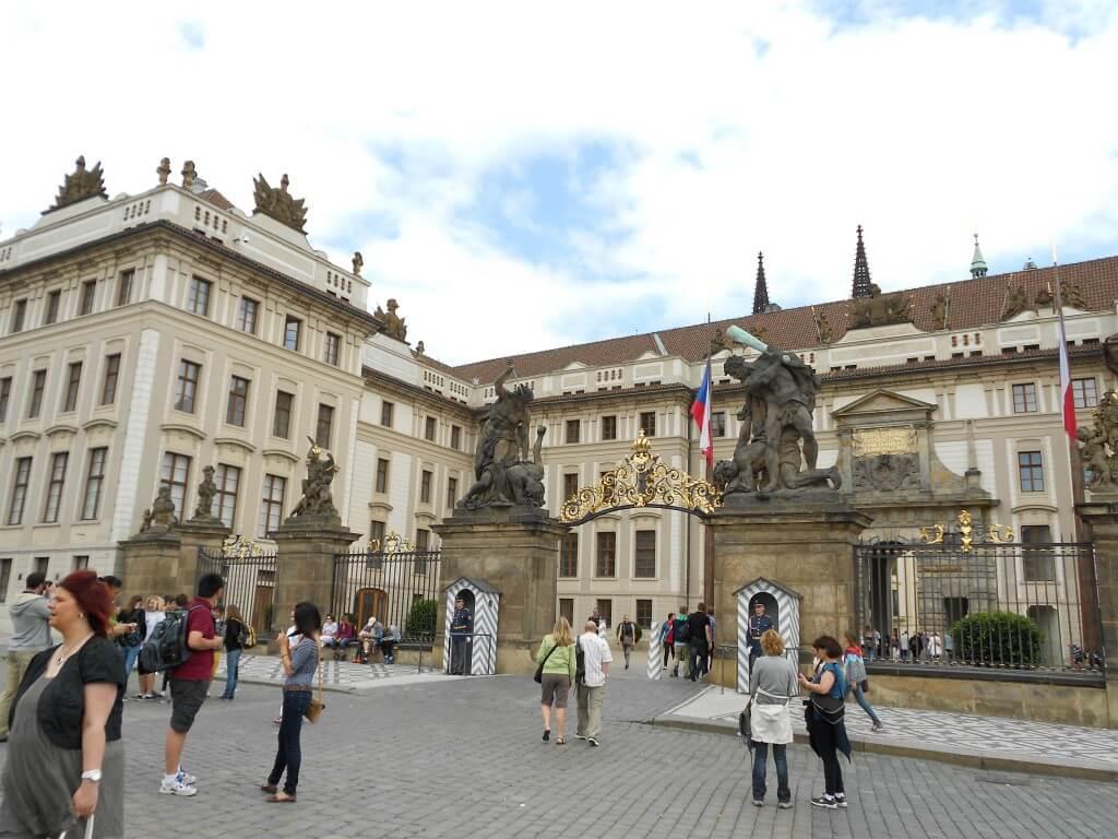 プラハ城 入り口 守衛