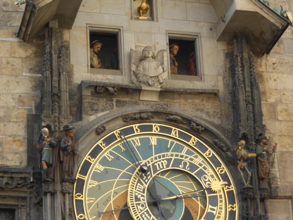 プラハ 旧市街広場 からくり時計 ガイコツ
