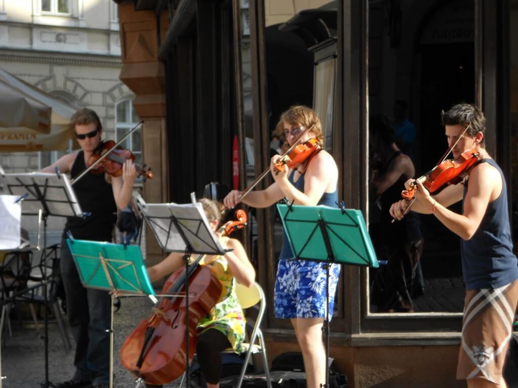 プラハ ストリートミュージシャン オーケストラ