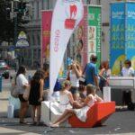 今日の美女 ウィーンの街中のネイル体験のオーストリアの女の子達