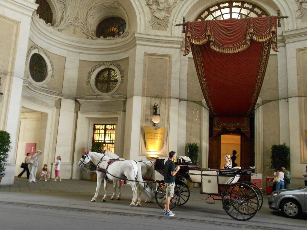 ウィーン 宮殿 馬車