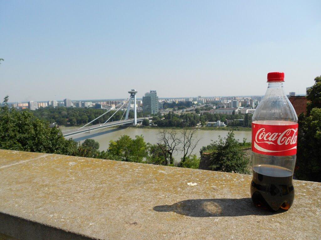 今日のコーラ スロバキアのブラスチラバの街並みと