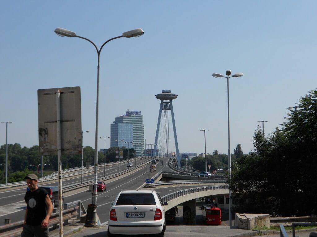 ブラスチラバ 橋 バスターミナル