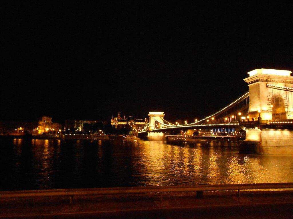 ブダペスト 夜景 セーチェーニ鎖橋