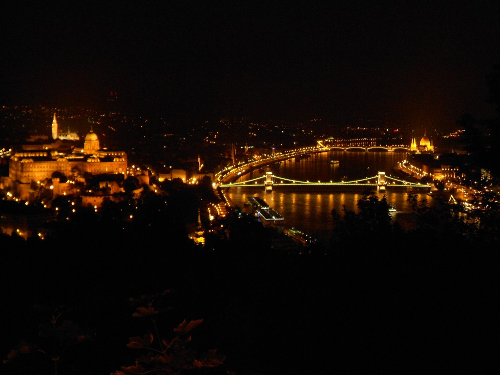 ブダペスト 夜景 ドナウ川 セーチェーニ鎖橋 アンダンテ ハンガリー