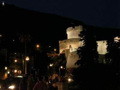 今日の美女 ちょっと暗がりになったが・・・旧市街にいたクロアチア人の女の子