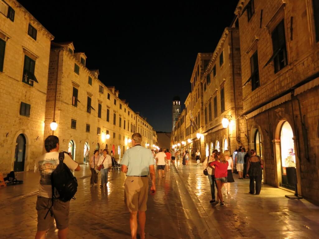 ドブロブニク 旧市街 石畳 中世 クロアチア