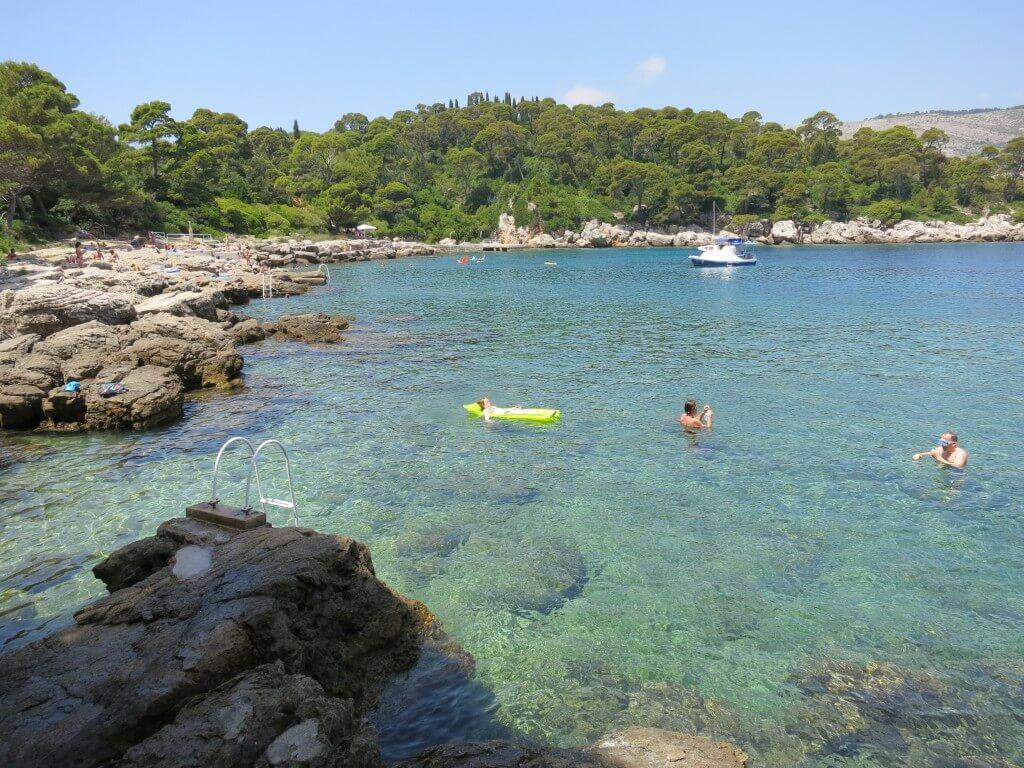 ロクルム島 船着場横のビーチ ヌーディストビーチ クロアチア