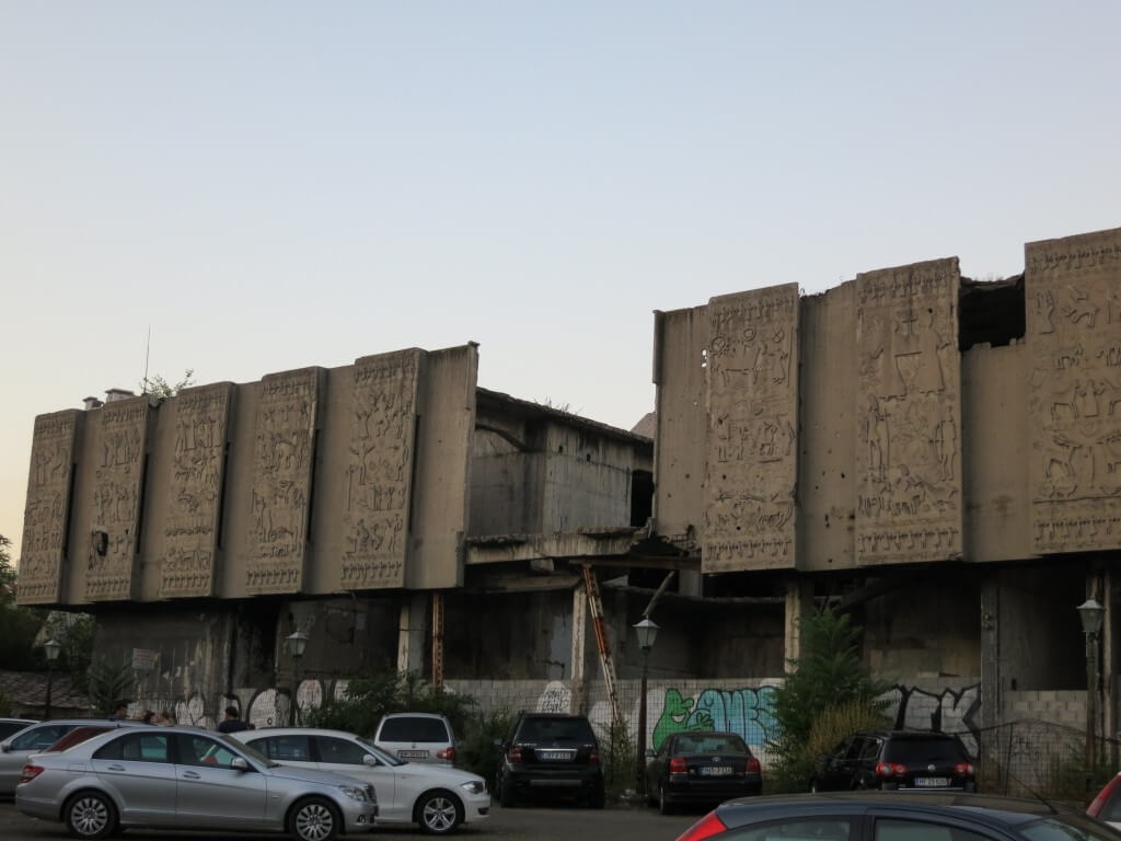 ボスニア・ヘルツェゴビナ 戦争の跡 銃痕