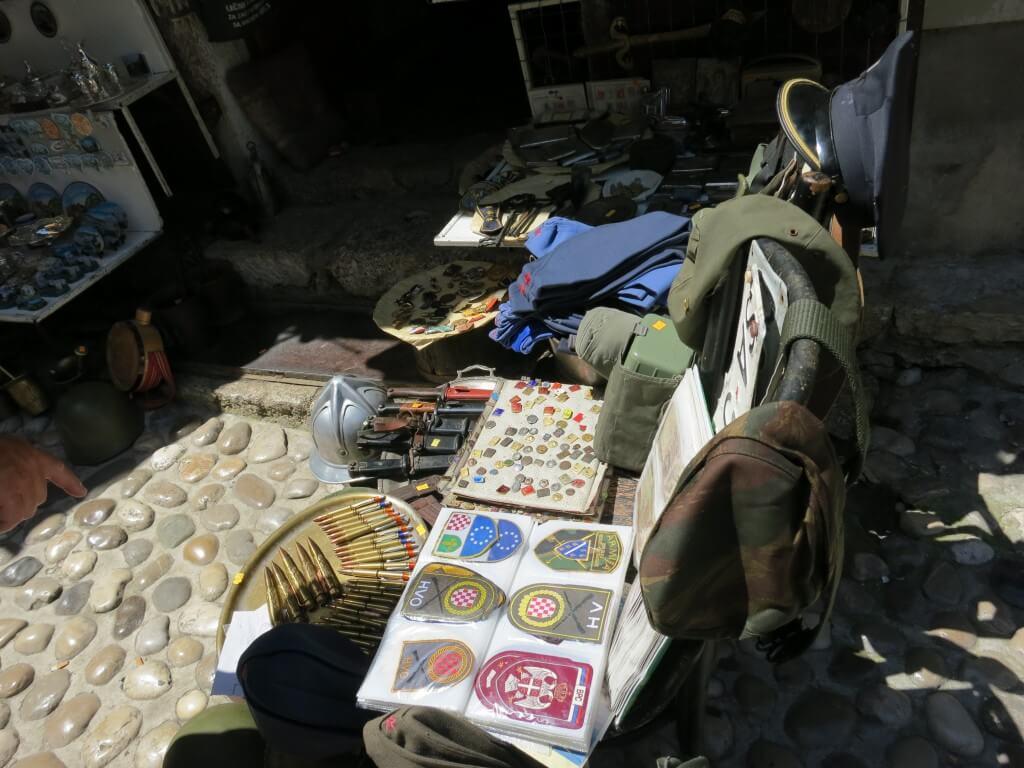 ユーゴスラビア紛争 武器 お土産