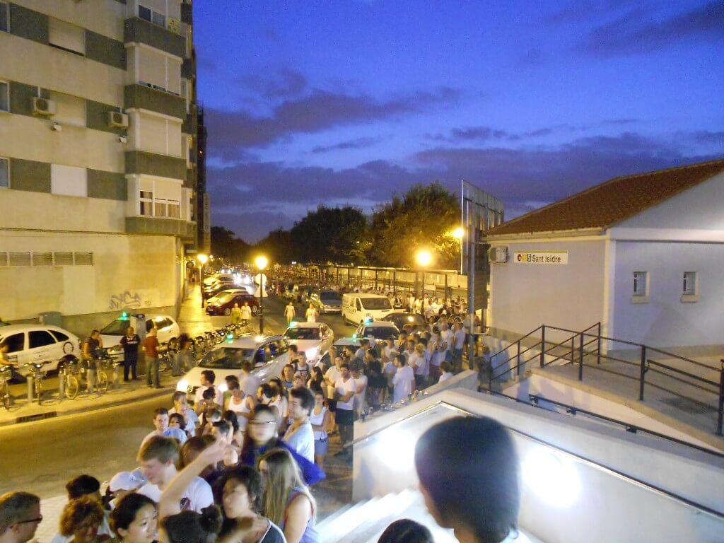 トマティーナ トマト投げ祭り バレンシアの駅 大渋滞 長蛇の列 早朝