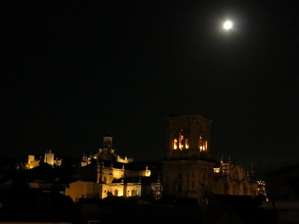ブルームーン アルハンブラ宮殿 グラナダ スペイン
