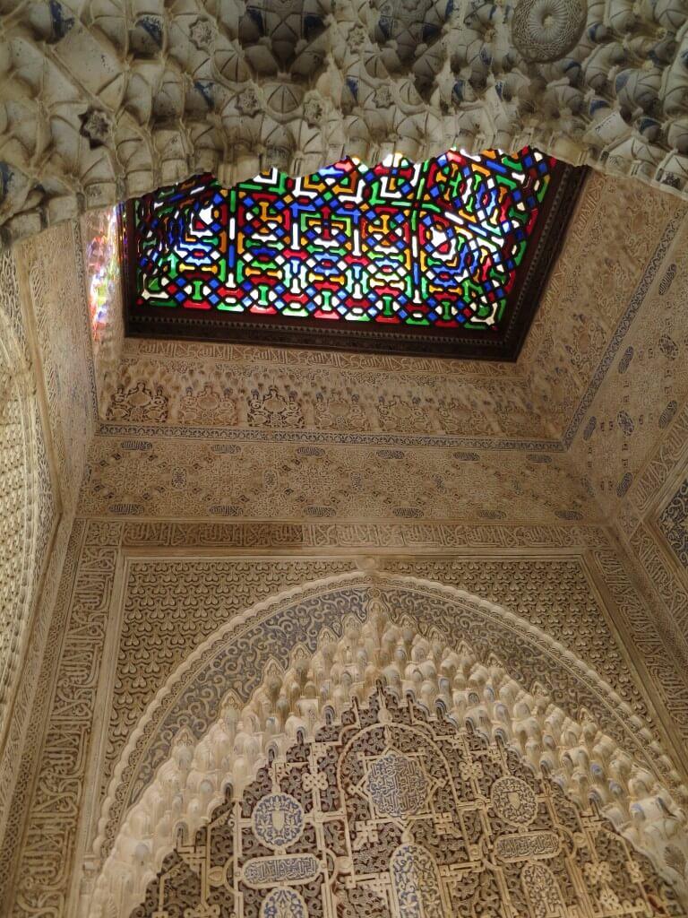 ステンドガラス ナスル朝宮殿 アラビック模様 芸術 アルハンブラ宮殿 グラナダ