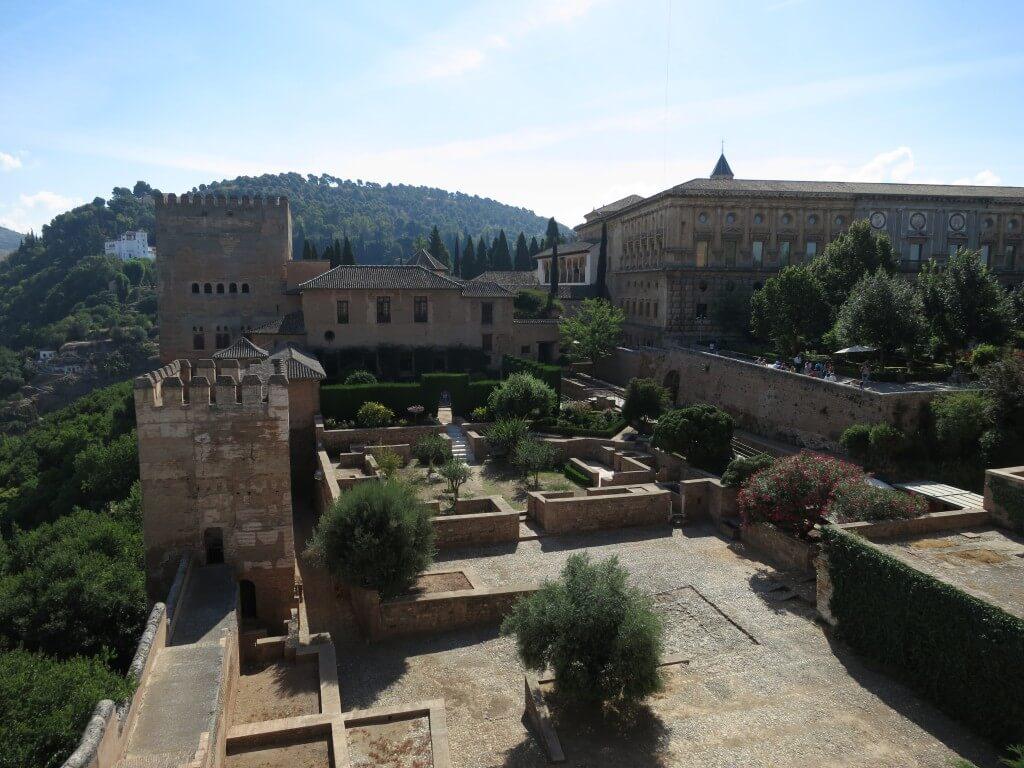 アルカサーバの要塞は難攻不落 アルハンブラ宮殿 グラナダ