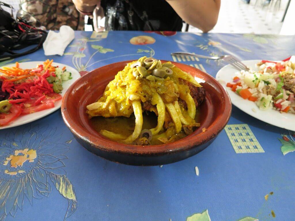 モロッコ料理といえば「タジン」でしょ!?これを食べなければモロッコに来たといえない!