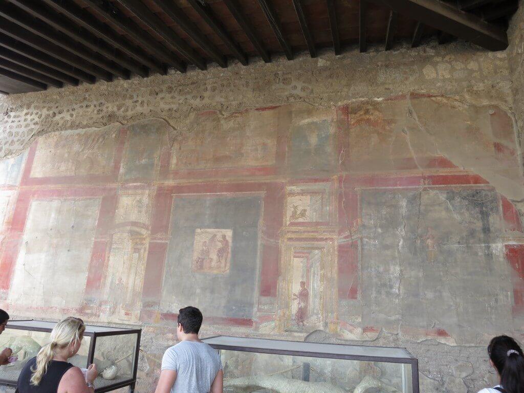ポンペイ遺跡 赤を基調としたフレスコ画 歓楽街 避暑地 温泉