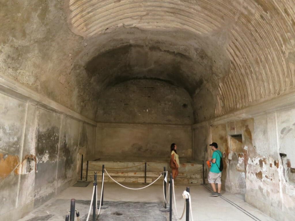 ナポリから日帰りで行ける観光地は「ポンペイ」と「カプリ島 青の洞窟」がある!!