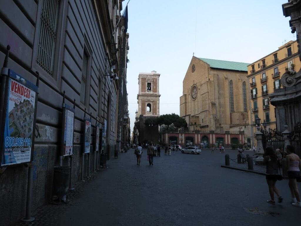 ナポリ イタリアでは下町 地球の歩き方