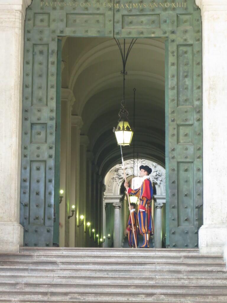 バチカン市国の「サン・ピエトロ大聖堂」にはかの有名なミケランジェロの「ピエタ」が!!