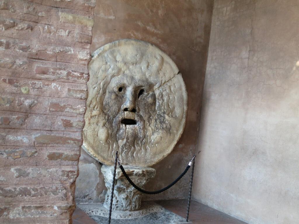ローマまできたなら本物の「真実の口」に!!