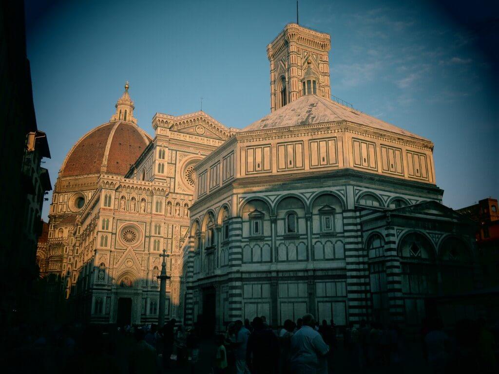 フィレンツェ観光!「ドゥオモ広場」に「ジョットの鐘楼」が美しすぎる!