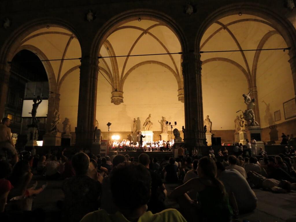 フィレンツェ オーケストラ イタリア 夜の観光