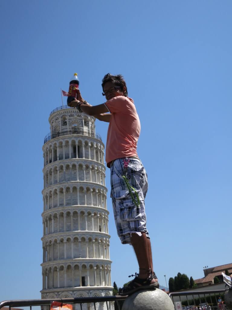 今日のコーラ ピサの斜塔にカンパイ!