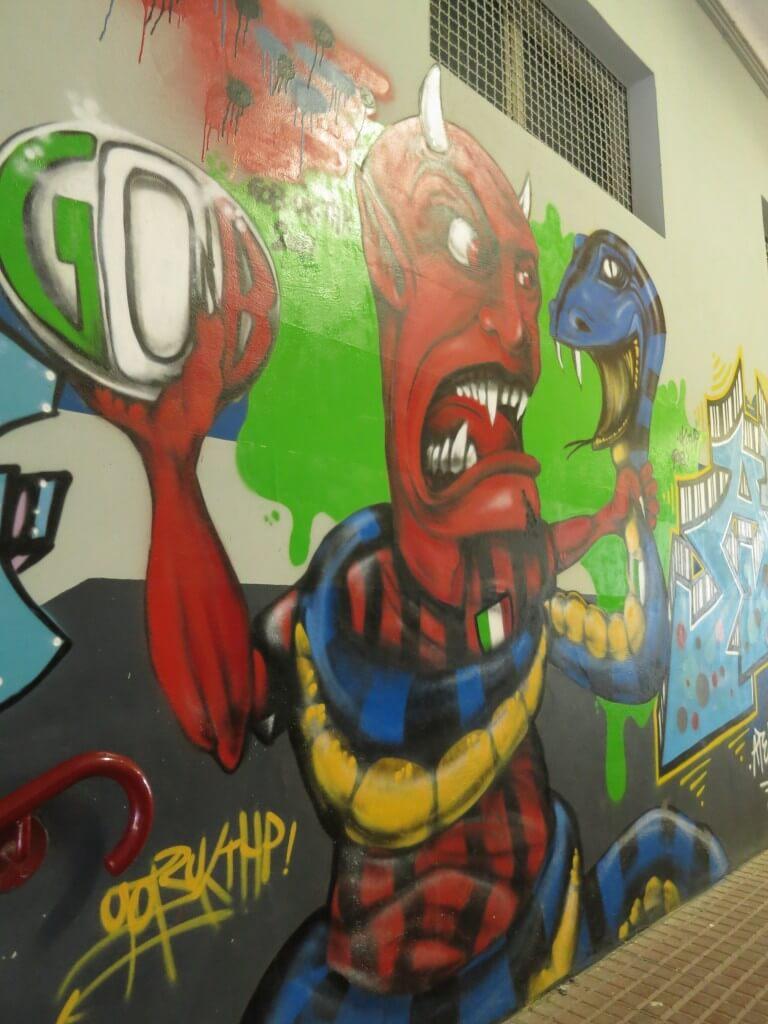 サン・シーロ スタジアム インタビュアー 壁の絵 ミラノ イタリア