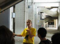 今日の美女 サン・シーロスタジアムでガイドのイタリア人おねーちゃん