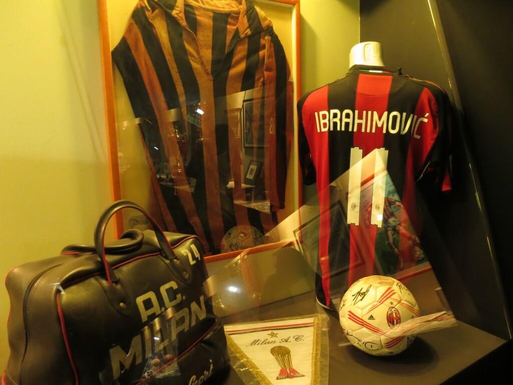 イブラヒモビッチ ユニフォーム サンシーロスタジアム ミラノ イタリア