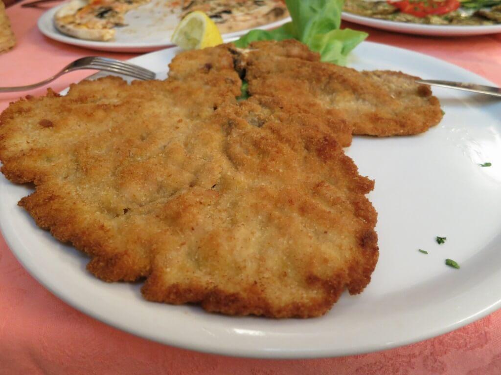 まずはミラノにきたら食っとけ!「ミラノ風カツレツ」 イタリア
