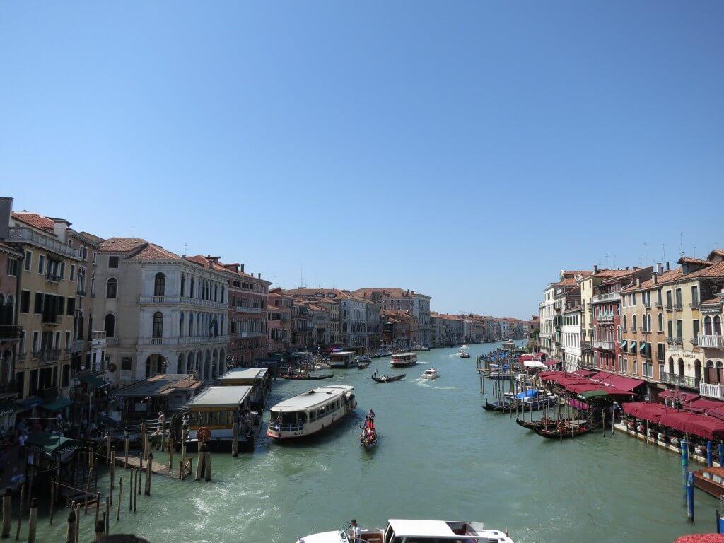 イタリアの最高観光都市!水の都 ベネチアです!いたるところに水路が!!