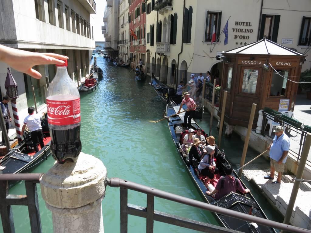 今日のコーラ ベネチアのフルーカーと水路